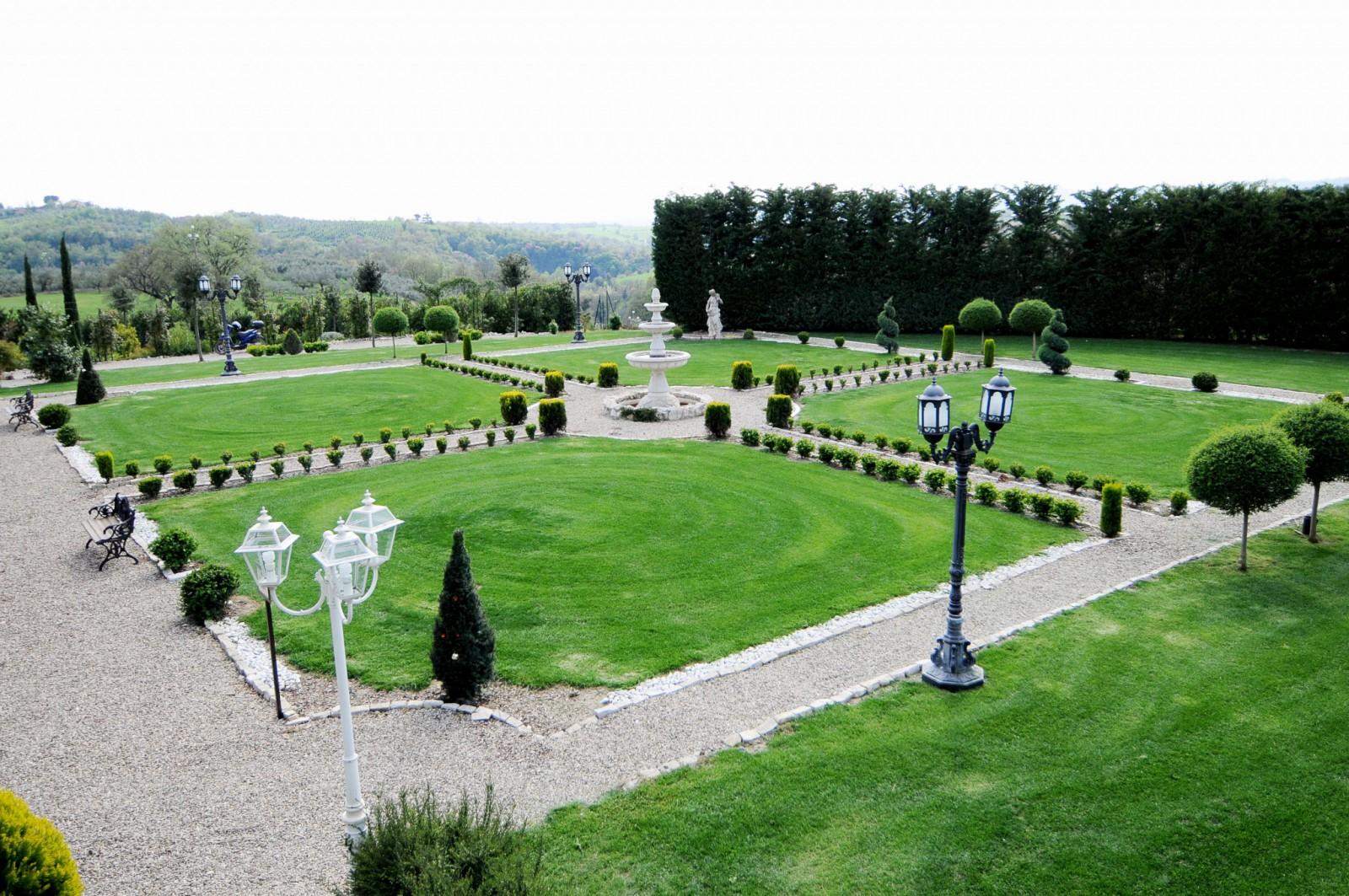 cover-Villa Colonnetta giardini e roseti
