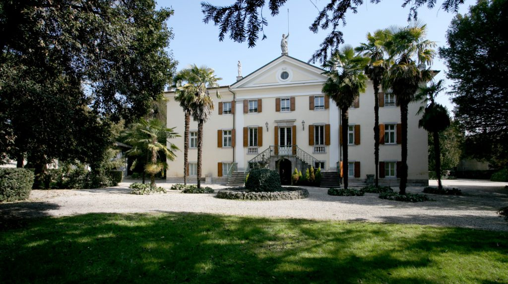 cover-Villa Elodia