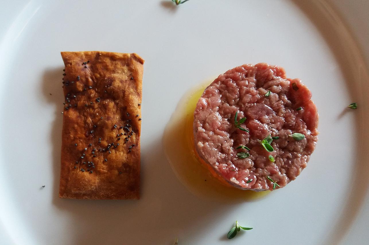 tartare di vitellone con sfoglia al papavero Catering Cerinella