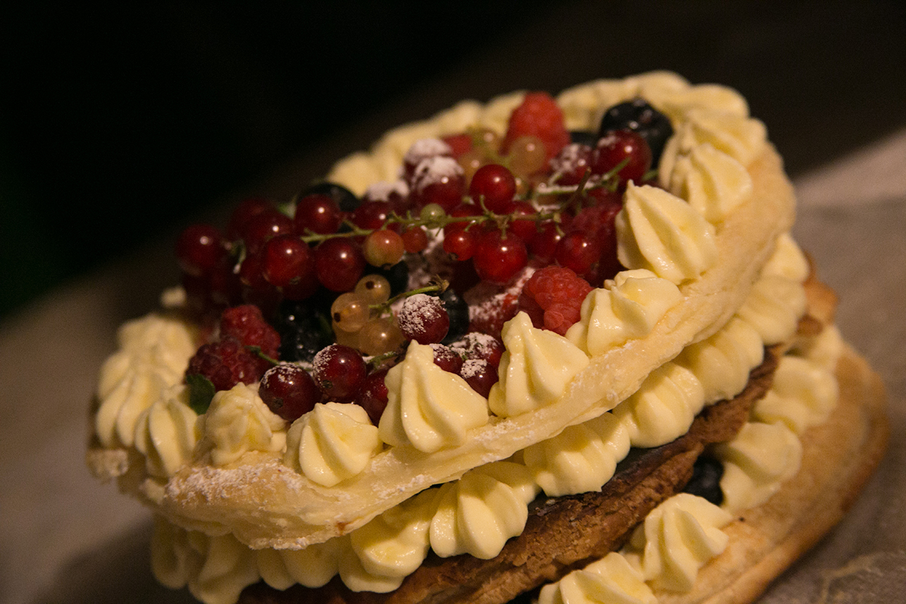 wedding_cake_millefoglie_with_berries_torta nuziale_cerinella_catering_toscana