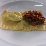 tortello_maremmano_raviolo_ragù_catering_cerinella_toscana_italia